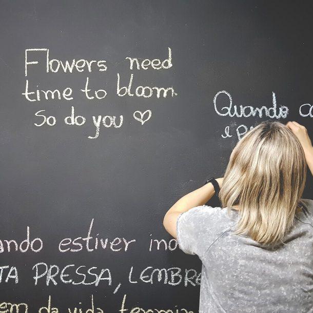 Zdalnie czy stacjonarnie - jak uczyć się języka obcego w dzisiejszych czasach?